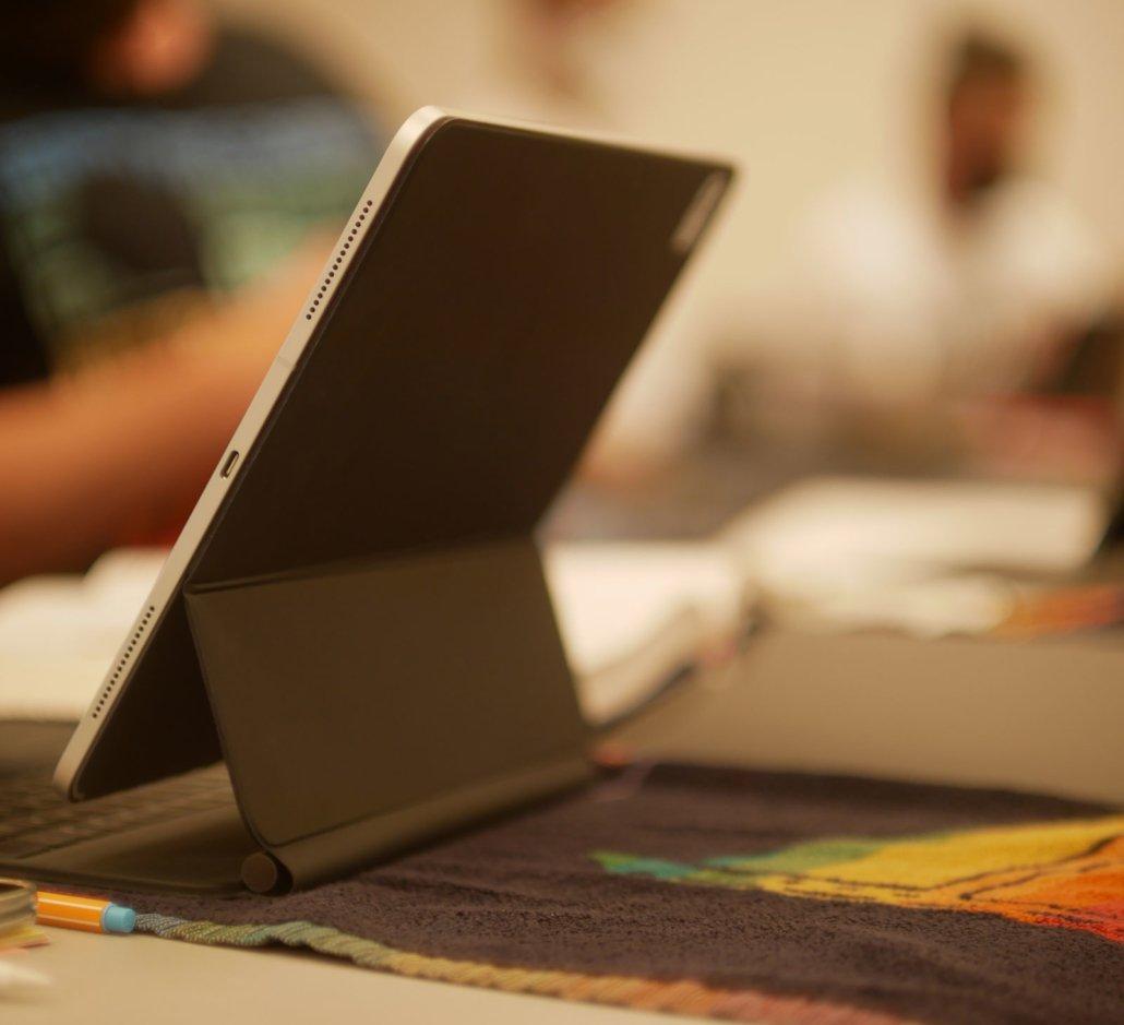 Die Kosten der Osteopathieausbildung Blick auf einen Laptop